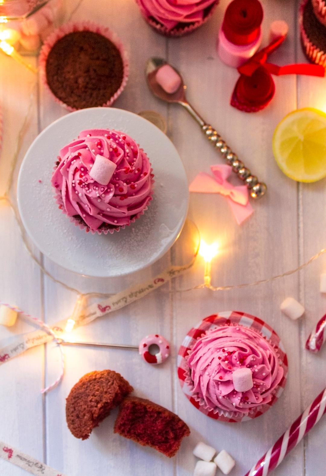 red-velvet-christmas-cupcakes_0017