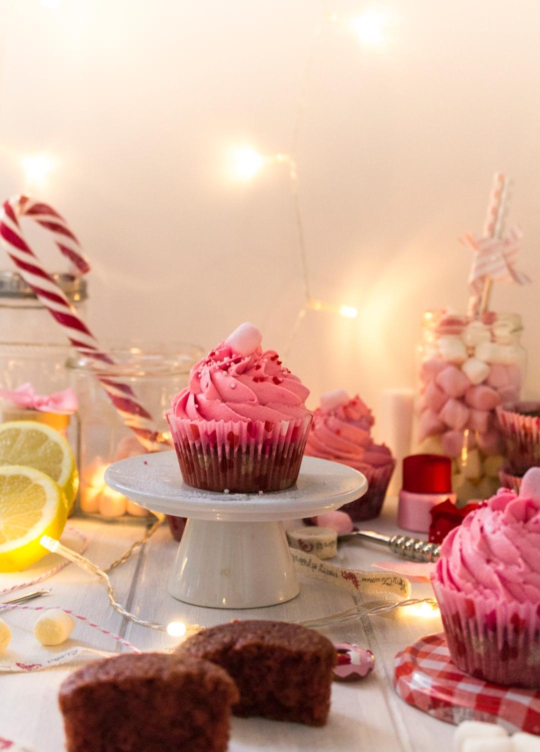 red-velvet-christmas-cupcakes_0048